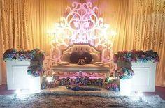 """Pelamin sanding nor di rawang Pelamin mini tunang/ nikah/sanding Pelamin 20ft rm900 *termasuk set nikah *tak masuk transport caj  @aydahoney_bridalicious 0173858449(liza)  Tq team @mynameleez @zowlzaylee  #pelamintunang #pelaminbajet #pelaminberendoi  #makeupsanding #bajupengantin #pelamindewan #pelaminkhemah #makeupnikah #weddingevent #weddingdress #songketdress #pekejkahwinbajet #pekejsanding #photography #photographer #pelaminbyAydahoney #weddingphotography #weddingArt #malaywedding #mua…"