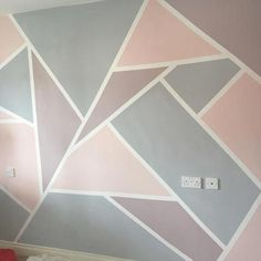 How to create a Geometric Wall with Everlong Paint Bemalte Wand in Everlong Paint Earl Grey und Sophia für geometrische Formen Geometric Wall Paint, Geometric Painting, Geometric Shapes, Geometric Decor, Bedroom Wall Designs, Accent Wall Bedroom, Teen Wall Designs, Bedroom Ideas, Room Wall Painting