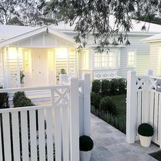 The front fence. Exterior {SATURDAY HOUSE LOVE} The stunning home of . A beautiful home with the details and the extraordinary workmanship and talent of their builders :camera: Exterior Colors, Exterior Paint, Front Yard Fence, Pool Fence, Fence Gate, Front Path, Fence Landscaping, Queenslander, Weatherboard House