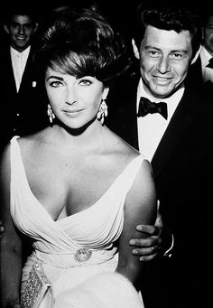 Elizabeth Taylor... candidate for the most gorgeous face ever
