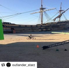 """SAM????? 🤔🤔🤔  #Repost @outlander_starz with @repostapp  ・・・  We're handing over the reins to the cast and crew today! Follow along for a look behind the scenes in South Africa: """"I spy with my little eye..."""" 📷 @NightMaril  #samheughan #outlander #jamiefraser"""