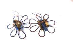 RUSTIC FLOWERS Copper asymmetric earrings pendent by Cuorerosso, €60.00