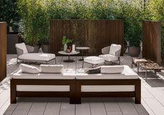 Today we have for you all photos and tips for the decoration of outdoor terraces and modern gardens to inspire you. Decoration of outdoor terraces and modern gardens Ideas of modern furniture in Manutti. Outdoor Daybed, Outdoor Seating, Outdoor Spaces, Outdoor Chairs, Outdoor Living, Outdoor Decor, Colour Architecture, Outdoor Garden Furniture, Rustic Furniture
