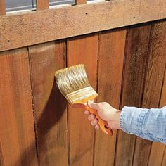 Renew Wooden Fences How to renew an graying wooden fence.How to renew an graying wooden fence. Fence Stain, Pallet Fence, Diy Fence, Fence Gate, Fence Ideas, Garden Ideas, Gabion Fence, Concrete Fence, Old Fences