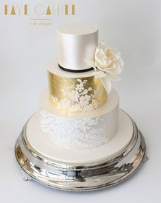 Stunning Cake by Faye Cahill! Gold Leaf Cakes, Leaf Design, Wedding Cakes, Perfume Bottles, Elegant, Lace, Sweet, Beauty, Cake Ideas