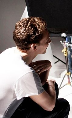 Jesu Tom Hiddleston will you please stop touching yourself erotically! I have work to do