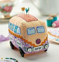 Campervan Pincushion Tutorial + Other DIY Pincushion Tutorials Fabric Crafts, Sewing Crafts, Sewing Projects, Craft Projects, Paper Crafts, Sewing Hacks, Sewing Tutorials, Sewing Patterns, Sewing Kits