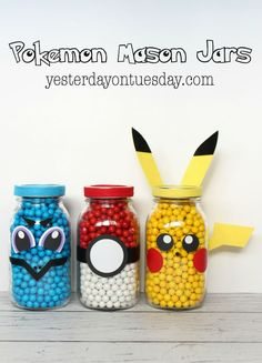 DIY Pokemon Mason Jars, perfect formon and Pokemon GO themed parties. How to make Pikachu, Squirtle and a Poke Ball. Pokemon Craft, Pokemon Gifts, Pokemon Pokemon, Pokemon Fusion, Pokemon Cakes, Pokemon Room, Pokemon Tattoo, Pokemon Comics, Pokemon Funny