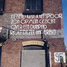 Streetart op zijn Haarlems #gedicht #weekend #zon #oerkap #haarlemcityblog #haarlem