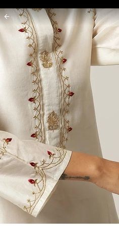 Embroidery Suits Punjabi, Embroidery On Kurtis, Kurti Embroidery Design, Embroidery Neck Designs, Embroidery On Clothes, Embroidery Dress, Kurta Designs Women, Blouse Designs, Frock Fashion