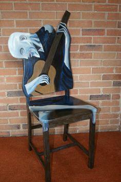 Picasso le vieux guitariste rehaussée chaise peinte par l'artiste Todd Fendos