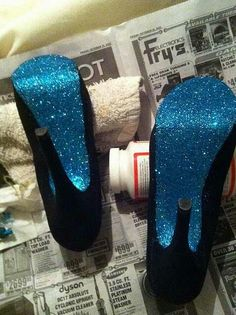 Cute Do It Yourself Decoration, Do It Yourself Inspiration, Glitter Pumps, Blue Glitter, Loose Glitter, Glitter Glue, Modge Podge Glitter, Blue Gold, Blue Wedding Shoes