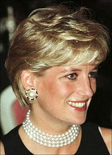 Princess Diana and pearls..... two classic beauties