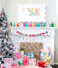 A Kailo Chic Life - Kailo Chic - DIY your way to a colorful life! Pink Christmas Decorations, Modern Christmas Decor, Christmas Themes, Christmas Crafts, Christmas Interiors, Christmas Tablescapes, Scandinavian Christmas, Grinch Christmas Party, Christmas Love