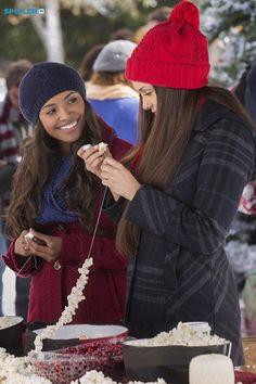 "#TVD 6x10 ""Christmas Through Your Eyes"" - Bonnie and Elena"