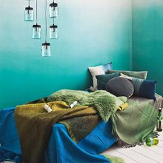 On-trend greens and aqua create a bedroom scheme inspired by the ocean. » Such a beautiful wall color.