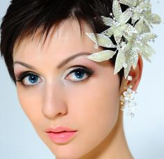 I have no real words fore this bridal head piece, save to say it lends a gentle romantic curve and magical twist to the face