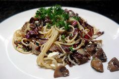 pasta mit pilzen und radicchio :http://gesunderezepte.me/pasta-mit-pilzen-und-radicchio/