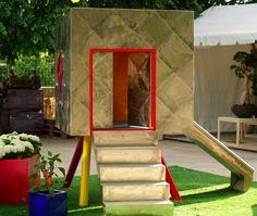 Une cabane en bois sur pilotis tel un diamant serti domine. Cevéritable joyau se fond dans le décor. Quasi invisible grâce à ses écailles miroirs, il est l'antre de nos secrets d'enfants. Tout en …