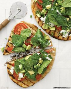 West Coast Grilled Vegetable Pizza Grilled pizzas topped with avocado, fresh spinach, and goat cheese are a California dream come true. Stretch the dough to whatever shape fits your grill most easily. Get the Grilled Vegetable Pizza Recipe Healthy Recipes, Veggie Recipes, Vegetarian Recipes, Vegetarian Pizza, Grilling Recipes, Avocado Recipes, Pizza Recipes, Easy Recipes, Healthy Pizza