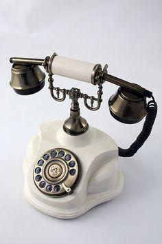 Teléfono blanco con rellamada!