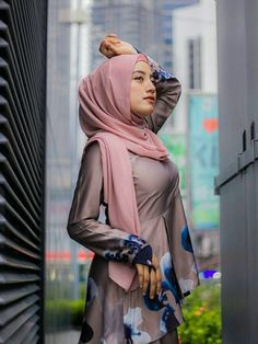Beautiful Hijab Girl, Beautiful Asian Women, Asian Woman, Asian Girl, Indonesian Girls, Girl Hijab, Hijab Chic, Muslim Women, Hijab Fashion