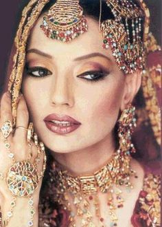 Indian Bridal Makeup and Matching Jewelry Indian Wedding Makeup, Indian Makeup, Desi Wedding, Indian Beauty, Exotic Makeup, Red Makeup, Pretty Makeup, Wedding Ceremony, Hena