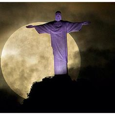 Sky moon lights up the Christ in Rio! Amazing!