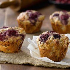 All-Bran® - Raspberry and Vanilla Yogurt Muffins All Bran Muffins, Baking Muffins, Yogurt Muffins, Healthy Muffins, Muffin Recipes, Breakfast Recipes, Breakfast Ideas, Bran Buds, Muffins Sains
