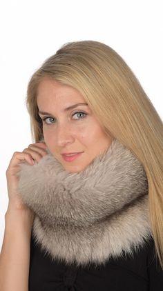 Soffice ed elegante scaldacollo in pelliccia naturale. Scaldacollo in autentica volpe grigio-perla. Confezionato in Italia artigianalmente.  www.amifur.it