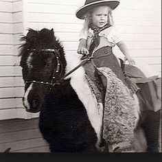 Lil' cowgirl & pony And this is how it all started Vintage Children Photos, Vintage Pictures, Old Pictures, Funny Pictures, Little Cowboy, Cowboy And Cowgirl, Cowgirl Images, Innocent Love, Pony Rides