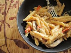 Gorgonzola Mac and Cheese with Sriracha #sriracha #gorgonzola