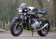 Norton Commando from Cafe Racers Mag and FB Cafe Racer Helmet, Cafe Racer Girl, Custom Cafe Racer, Cafe Racer Bikes, Cafe Racer Motorcycle, Motorcycle Design, Cafe Racers, Motorcycle Dealers, Retro Motorcycle