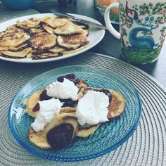 """39 tykkäystä, 1 kommenttia - Natasa Höök (@natasahook) Instagramissa: """"Sunday breakfast 👌🏼☀️ Lettuaamiaisella voi alkaa ainoastaan hyvä päivä. Onni on kokkaava aviomies 😍…"""""""