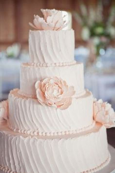 Torta mariage classica  decorata con fiori