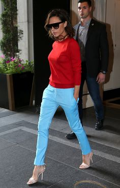5 Fresh Color Combinations to Try This Summer - Colorful Summer Outfits: Victoria Beckham Mixes Cherry Red and Sky Blue Source by anau - Mode Victoria Beckham, Victoria Beckham Outfits, Look Fashion, Autumn Fashion, Fashion Outfits, Fashion Tips, Fashion Trends, Vogue Fashion, Estilo Color Block