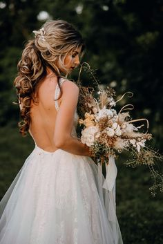 Planning & Design: Frau K. heiratet  Photo: Aschaaa Photography  Flowers: Floriette  Dress: Ivory Isle