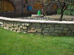 Ürömi kővel burkolt támfal Flagstone, Hungary, Interior And Exterior, Brick, Sidewalk, Bricks, Side Walkway, Sidewalks, Pavement