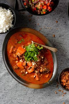 A traditional sweet, spicy and aromatic curry from Thailand. Veal Recipes, Curry Recipes, Cooking Recipes, Savoury Recipes, Indian Food Recipes, Asian Recipes, Ethnic Recipes, Indian Foods, Beef Massaman Curry