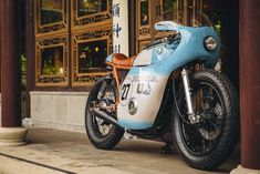 It was a long hard road for Anthony Scott to build this Honda cafe racer racer but the result is extraordinary. Cb550 Cafe Racer, Course Moto, Moto Cafe, American Graffiti, Oregon City, New Motorcycles, Street Tracker, Crazy Colour, Style Retro