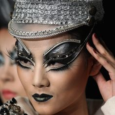 Creative look from China fashion week spring 2013