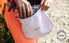 Lindas e práticas, as sapatilhas Castanna vêm dentro de um saquinho super estiloso e basta dobrá-la para levar na bolsa e usar quando quiser! E o melhor de tudo é que elas não ocupam quase nada de espaço!