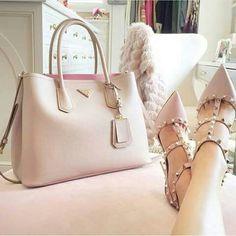 Prada Rules With Valentino Shoes / Only Me 💋💚💟💖✌✔👌💙💚 xoxo Prada Handbags, Purses And Handbags, Ladies Handbags, Prada Purses, Cheap Handbags, Burberry Handbags, Handbags Online, Cheap Purses, Pink Handbags