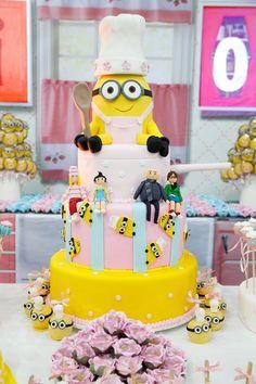 Bolo decorado para festa infantil tema Minions Gourmet - Beatrice - 08 anos