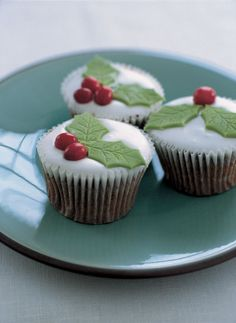 Christmas Cupcakes - These beauties also make a very good alternative to mince pies. I buy the icing ready made and dyed - Nigella Lawson, Mince Pies, Berry, Chocolate Caliente, Little Cakes, Christmas Cupcakes, Cake Batter, Christmas Baking, Xmas Food
