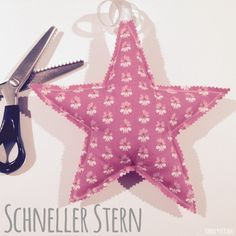 Schneller Stern mit Schnitt und Nähanleitung Fast star with cut and sewing instructions Christmas Crafts To Sell, Christmas Sewing, Diy Crafts To Sell, Easy Crafts, Crafts For Kids, Christmas Ornaments, Fabric Crafts, Sewing Crafts, Sewing Ideas