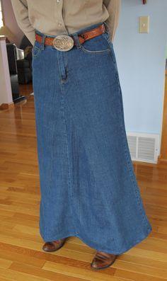 Look at these tutorials later, jeans to skirt. Yo le pondria una tela más ligera en los godets