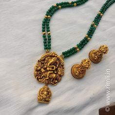 Green agate strands with dull gold Ganesha pendant & jhumka. Gold Earrings Designs, Gold Jewellery Design, Necklace Designs, Gold Jewelry, Beaded Jewelry, Tiffany Jewelry, Beaded Necklaces, Pearl Jewelry, Bridal Jewelry