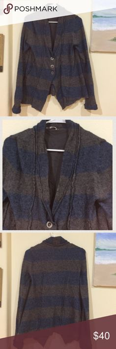 FREE PEOPLE grey stripped wool& angora sweater Gently worn , size M , wool , angora , nylon and spandex , no rips or holes, 21 inches arm pit to arm pit , 26.5 inches length in shortest area and 26.5 in longest area , 🌟REASONABLE OFFERS ACCEPTED 🌟 Free People Sweaters
