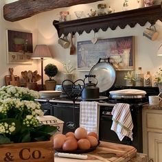 Classic And Country Home Decor. Spruce Up Your Home Spaces With One Of These Design Ideas French Country Kitchens, French Country Decorating, English Cottage Kitchens, Country French, Country Farmhouse, Farmhouse Decor, Deco Champetre, Classic Kitchen, Country Style Homes